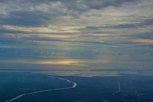 アディジェ川「Adige River flows to the Adriatic」:スマホ壁紙(19)