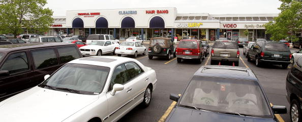 Mount Prospect「Strip Malls Become A Prominent Suburban Feature」:写真・画像(4)[壁紙.com]