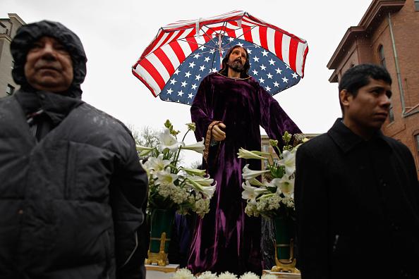 Christianity「Catholics Hold Way Of The Cross Procession」:写真・画像(19)[壁紙.com]