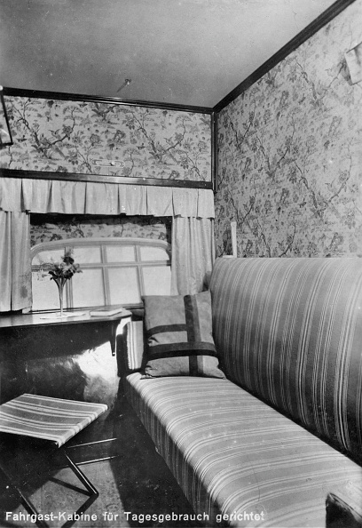 "Passenger Cabin「Passenger cabin of the airship LZ127 ""Graf Zeppelin"", prepared for daily use, Photograph, 1928」:写真・画像(15)[壁紙.com]"