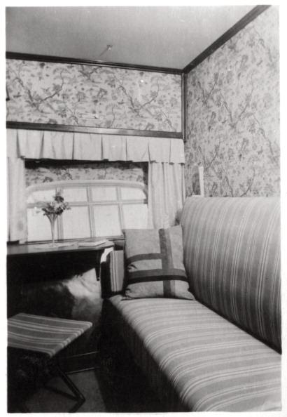 Passenger Cabin「Passenger cabin during the day, Zeppelin LZ 127 'Graf Zeppelin', 1933.」:写真・画像(10)[壁紙.com]
