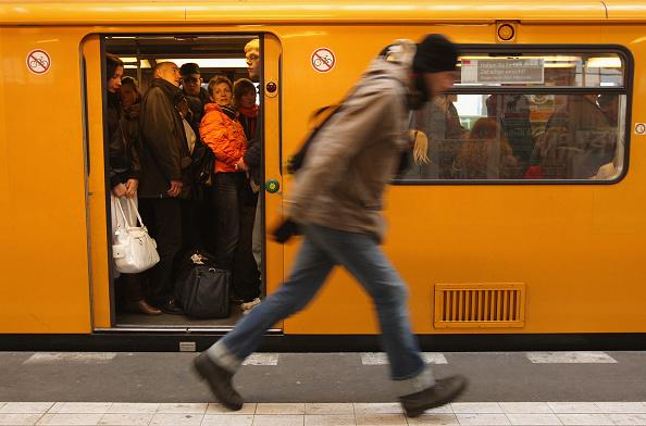 Subway「Train Drivers Strike Impacts Economy」:写真・画像(8)[壁紙.com]