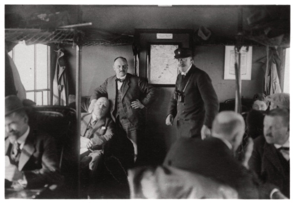 Passenger Cabin「Passenger compartment of a Zeppelin, Lake Constance, Germany, c1909-1933 (1933).」:写真・画像(4)[壁紙.com]