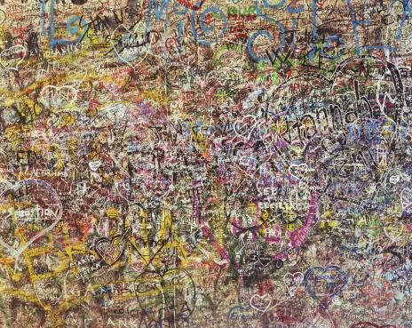 Chaos「Graffiti covered wall, full frame」:スマホ壁紙(10)