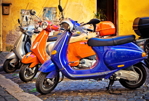 Motorcycle「Scooter in Rome, Italy」:スマホ壁紙(9)