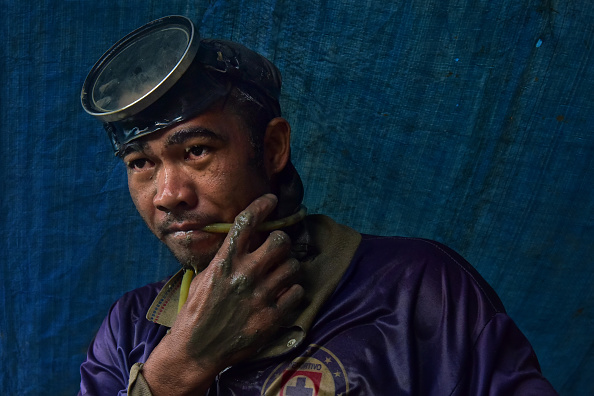 Finance and Economy「Filipino Workers Dive For Gold At Hazardous Small-Scale Mines」:写真・画像(6)[壁紙.com]