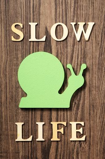 カタツムリ「slow life」:スマホ壁紙(15)