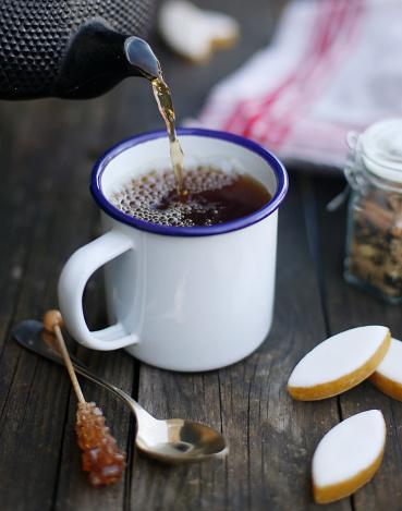 Teapot「Tea time set on a wood table」:スマホ壁紙(16)