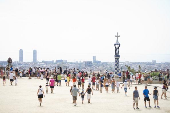 アントニ・ガウディ「Tourists Flock To Barcelona As Spain Inches Towards A Full-Scale Bailout」:写真・画像(10)[壁紙.com]
