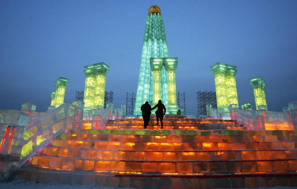 雪まつり「Annual Ice And Snow Festival Opens In Harbin」:写真・画像(1)[壁紙.com]