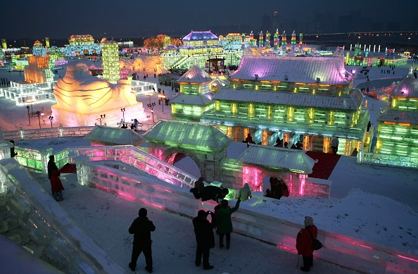 雪まつり「Annual Ice And Snow Festival Opens In Harbin」:写真・画像(6)[壁紙.com]