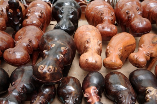 カバ「High Angled View of Carved Wooden Hippos on Display」:スマホ壁紙(4)
