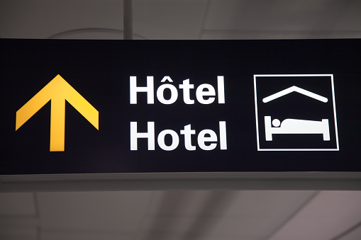 Bilingual「Bilingual French and English airport hotel sign」:スマホ壁紙(11)