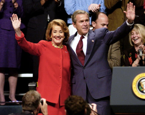Public Speaker「Bush Campaigns For Elizabeth Dole In North Carolina 」:写真・画像(5)[壁紙.com]