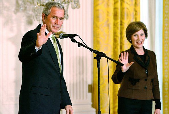 Chip Somodevilla「Bush Makes Remarks On National Adoption Day」:写真・画像(16)[壁紙.com]