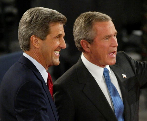 Justin Sullivan「Bush And Kerry Debate For A Second Time In St. Louis」:写真・画像(15)[壁紙.com]