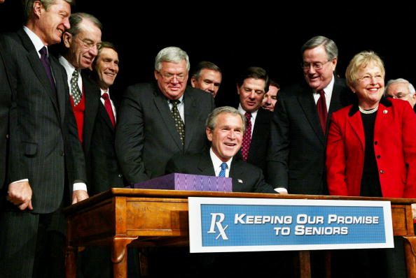 Insurance「Bush Signs the New Medicare Plan」:写真・画像(2)[壁紙.com]