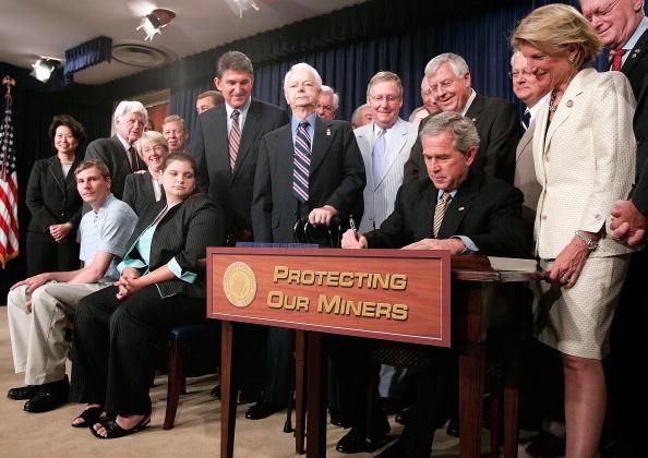 Misfortune「President Bush Signs The Miner Act of 2006」:写真・画像(18)[壁紙.com]