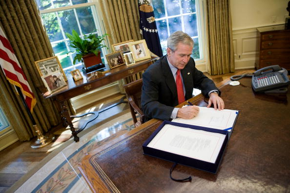 Emergency Economic Stabilization Act「President Bush Makes Statement On House Passing Bailout Bill」:写真・画像(6)[壁紙.com]