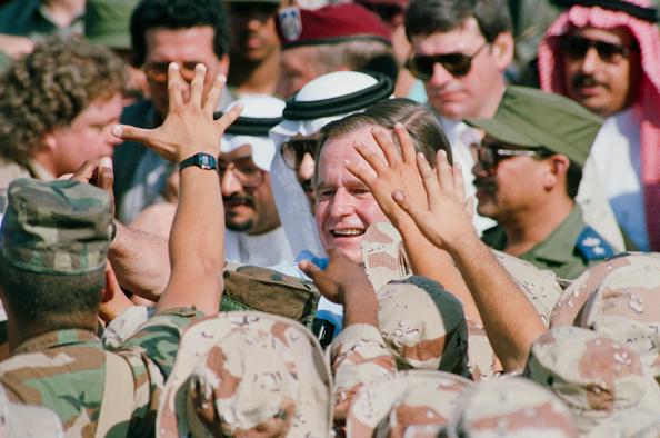 Persian Gulf Countries「George H. W. Bush」:写真・画像(7)[壁紙.com]