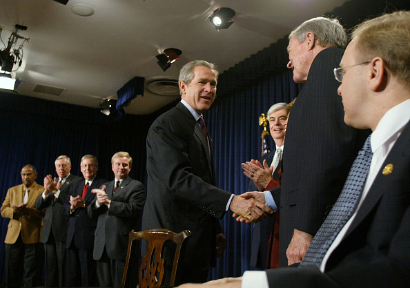1965 Voting Rights Act「Bush Signs Equal Protection Of Voting Rights Act」:写真・画像(4)[壁紙.com]