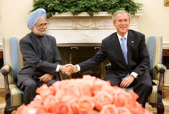 Visit「President Bush Greets Indian Prime Minister At The White House」:写真・画像(9)[壁紙.com]