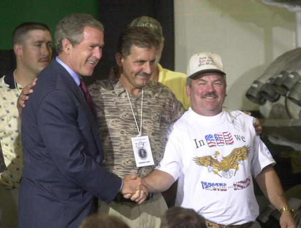 Randy Foy「Bush Meets Nine Rescued Miners」:写真・画像(0)[壁紙.com]