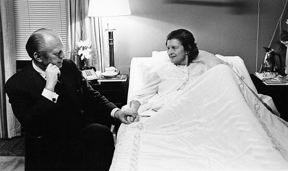 Betty Ford「First Lady Betty Ford In Bethesda Naval Hospital」:写真・画像(10)[壁紙.com]