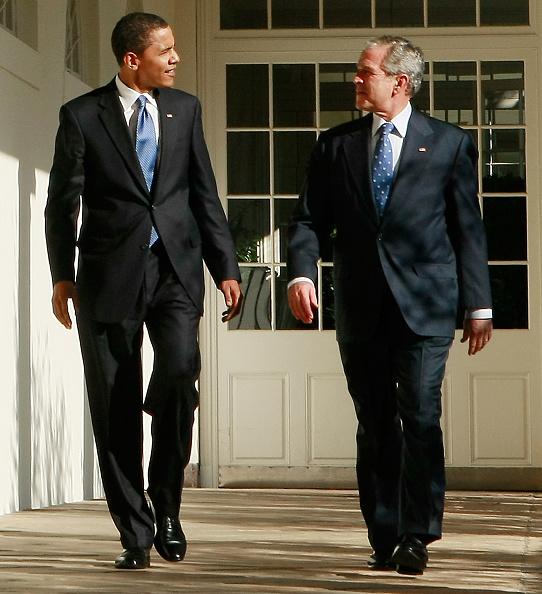 Architectural Column「Bush Welcomes President-Elect Obama To White House」:写真・画像(2)[壁紙.com]
