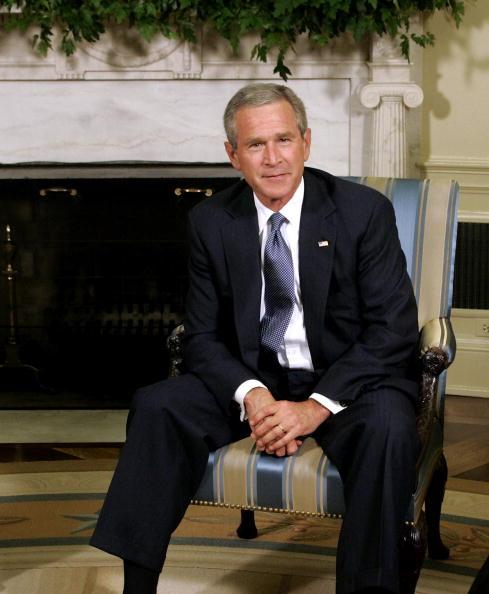 George W「President Bush Speaks On Schools Affected By Hurricane Katrina」:写真・画像(14)[壁紙.com]