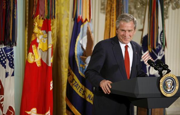 Joshua Roberts「Bush Marks Military Spouse Day At The White House」:写真・画像(14)[壁紙.com]