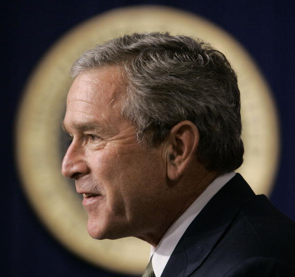 Profile View「President Bush Makes Statement On CAFTA」:写真・画像(18)[壁紙.com]