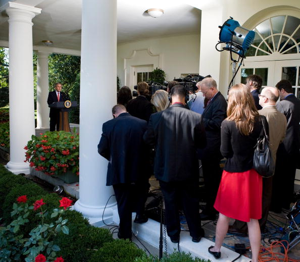 Architectural Feature「Bush Makes Statement On The Economy At White House」:写真・画像(6)[壁紙.com]