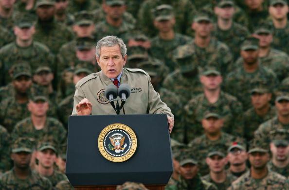 George W「President Bush Visits Camp Pendleton」:写真・画像(4)[壁紙.com]