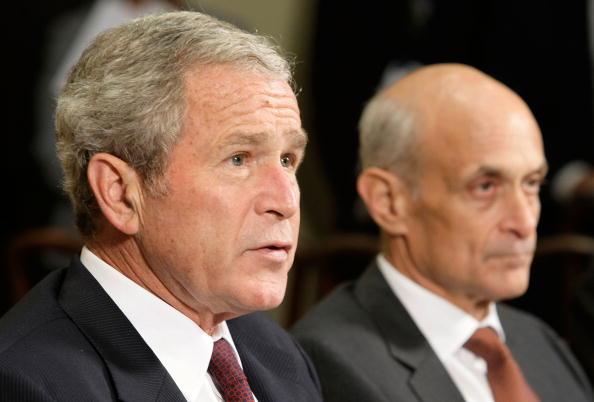 Hurricane Ike「President Bush Briefed On Hurricane Ike Relief Efforts」:写真・画像(2)[壁紙.com]