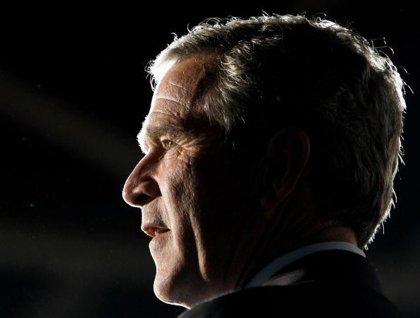 Profile View「President Bush Campaigns In Pennsylvania, Ohio And Michigan」:写真・画像(19)[壁紙.com]