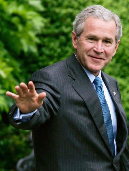 カメラ目線「Bush Departs White House For Mississippi」:写真・画像(7)[壁紙.com]