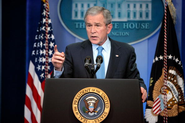 George W「President Bush Holds Press Conference At White House」:写真・画像(11)[壁紙.com]
