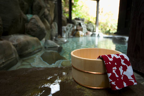 Towel on a wooden tub, hot spring, close up, Japan:スマホ壁紙(壁紙.com)