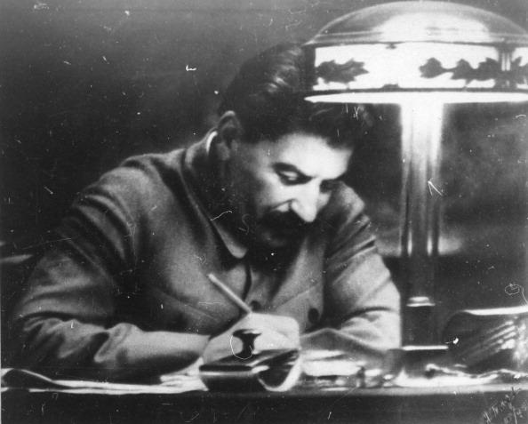 Desk Lamp「Soviet leader Josef Stalin in his Kremlin study, Moscow, USSR, 1935.」:写真・画像(10)[壁紙.com]