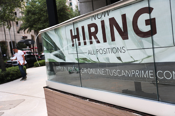 Sign「Unemployment Rates Drops To 3.6 Percent」:写真・画像(14)[壁紙.com]