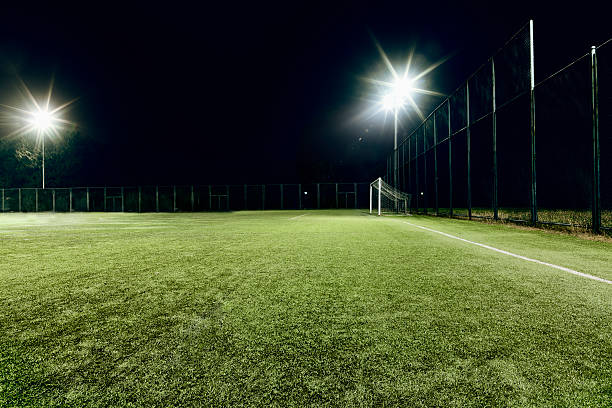 View of soccer field illuminated at night:スマホ壁紙(壁紙.com)