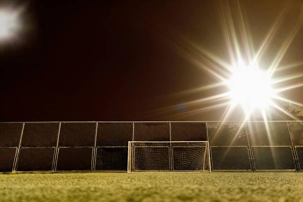 View of soccer field illuminated at night:スマホ壁紙(壁紙.com)