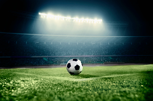 Match - Sport「View of soccer ball on athletic field in stadium arena」:スマホ壁紙(2)