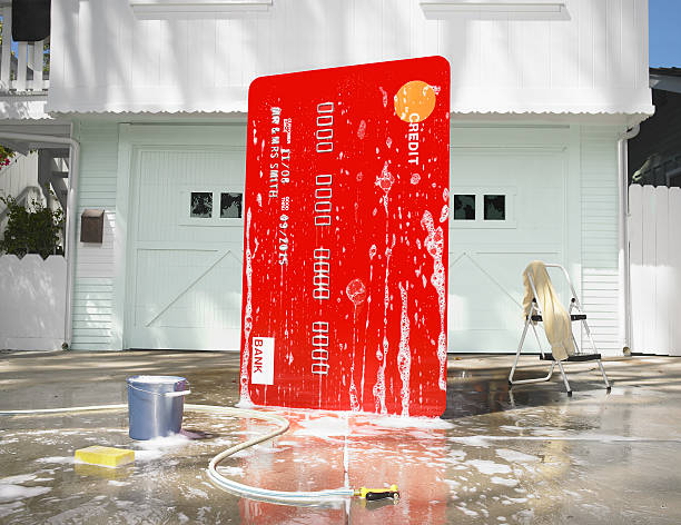 Oversized credit card being washed in a driveway:スマホ壁紙(壁紙.com)