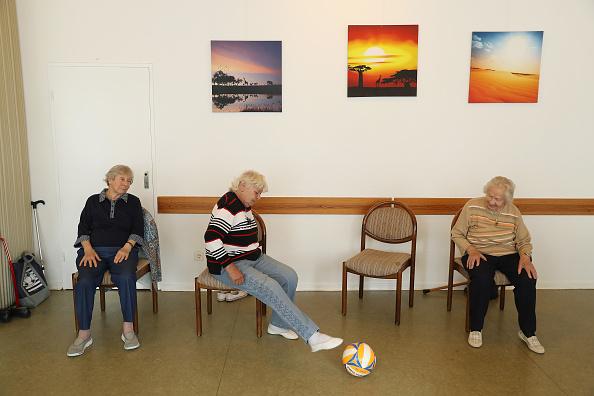 全身「Growing Senior Citizens Population Creates Challenges For Policymakers」:写真・画像(13)[壁紙.com]