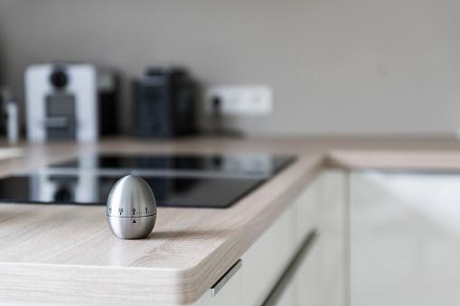 Close-up「Egg timer in modern kitchen」:スマホ壁紙(4)