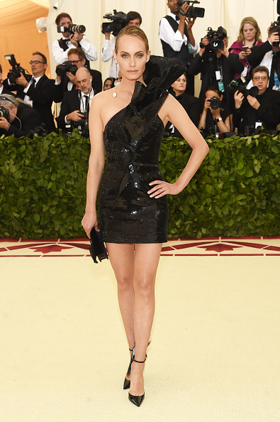 Amber Valletta「Heavenly Bodies: Fashion & The Catholic Imagination Costume Institute Gala - Arrivals」:写真・画像(4)[壁紙.com]