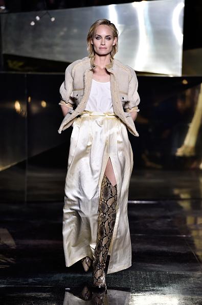 アンバー ヴァレッタ「H&M : Runway - Paris Fashion Week Womenswear Fall/Winter 2016/2017」:写真・画像(9)[壁紙.com]