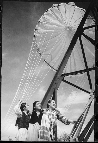Skull Cap「At A Parachute Tower」:写真・画像(3)[壁紙.com]
